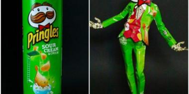 Artista transforma embalagens de produtos em arte
